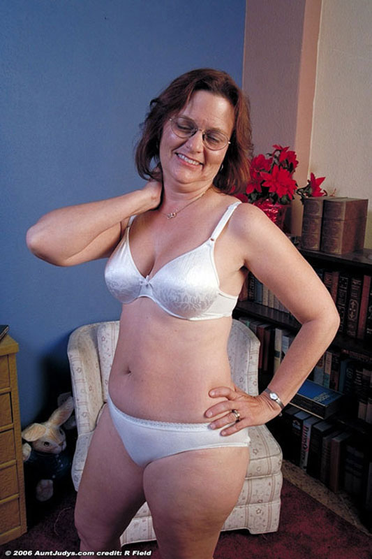 Free Gallery - Glassed mature babe takes off white bra and